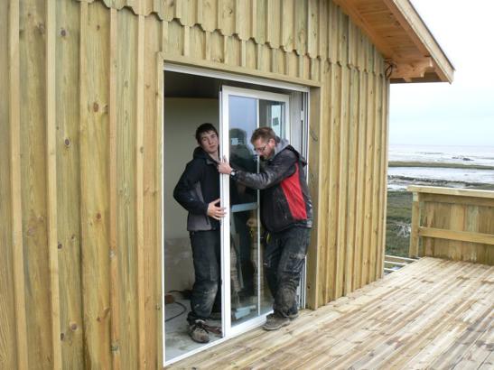 Baie vitrée à galandage 1 vantail, installation dans une maison à ossarure bois