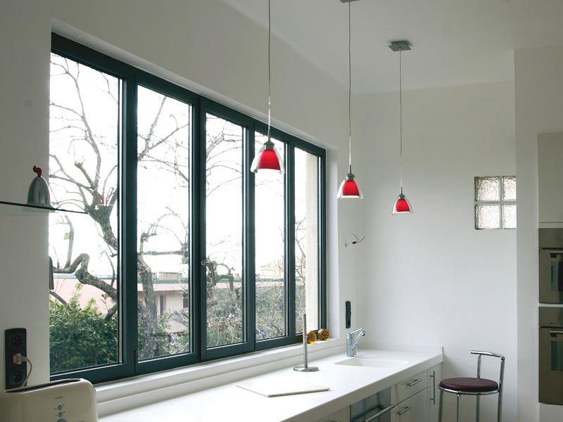 Fenêtre alu pour chalet en bois : la bonne alternative