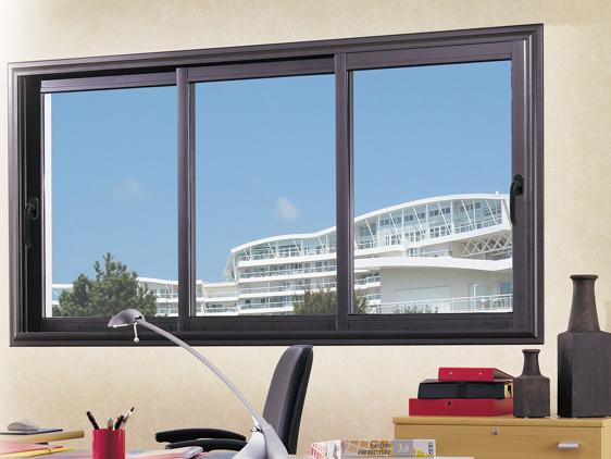 Fenêtre coulissante aluminium avec des montants très fins