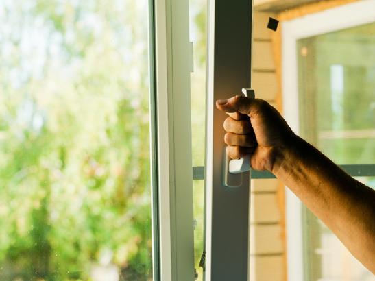Fenêtre oscillo-battante en PVC, fenêtre double-vitrage isolante