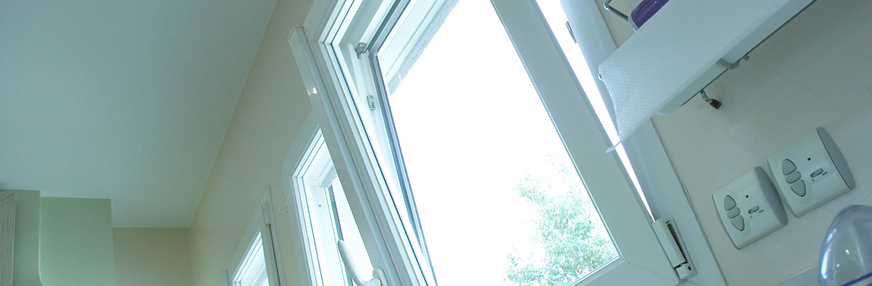 Fenêtres PVC oscillo-battente sur mesure dans une cuisine
