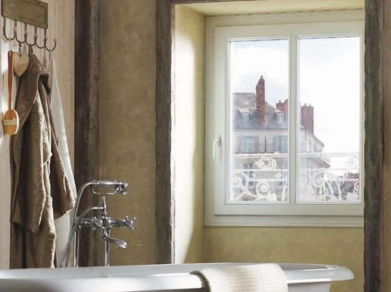 Fenêtre PVC oscillo-battante, fabriquée à partir de matériaux écologiques
