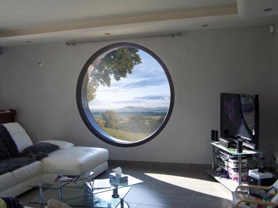 Fenêtre ronde en aluminium, ambiance moderne