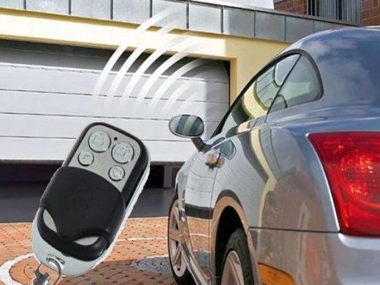 Porte de garage électrique avec télécommande radio