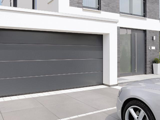 Porte de garage sectionnelle fabriqu e sur mesure for Grande porte de garage sectionnelle