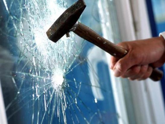 Fenêtre avec vitrage feuilleté pour une sécurité renforcée contre les effractions